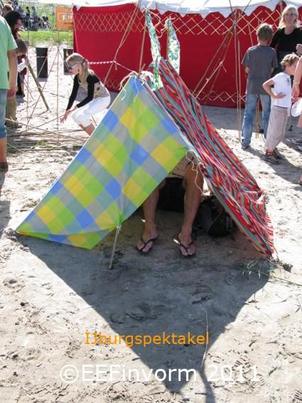 Hutten bouwen. Activiteit voor festivals te huur